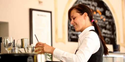 Waitress 2376728 1920